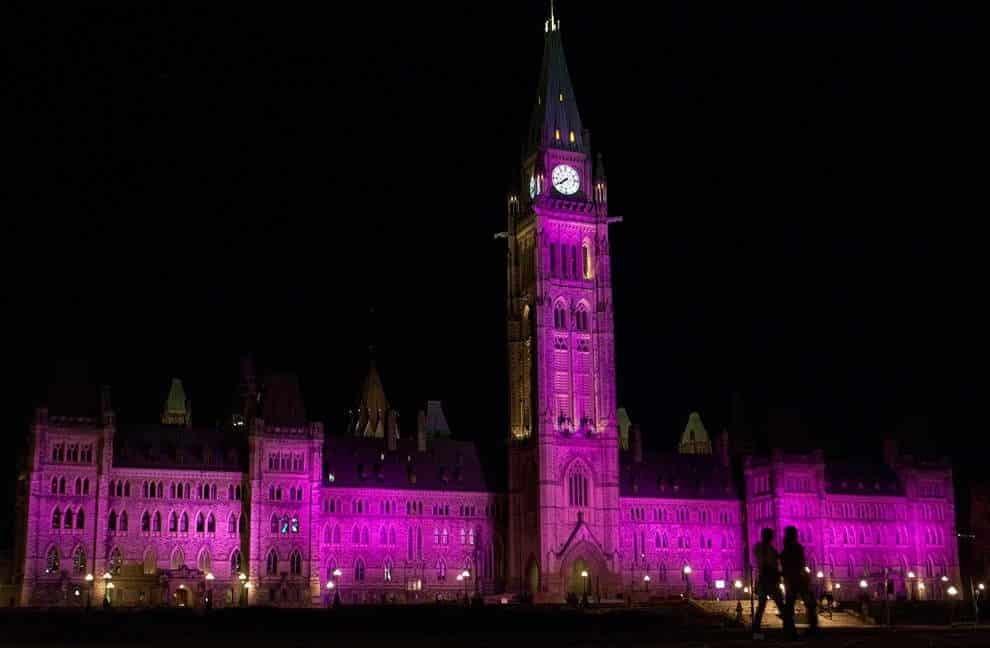 Октябрь – месяц борьбы с раком груди: как мир становится розовым, чтобы защитить женщин