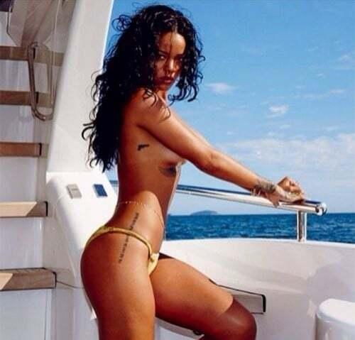 Рианна в золотом купальнике устроила жаркую фотосессию в Бразилии
