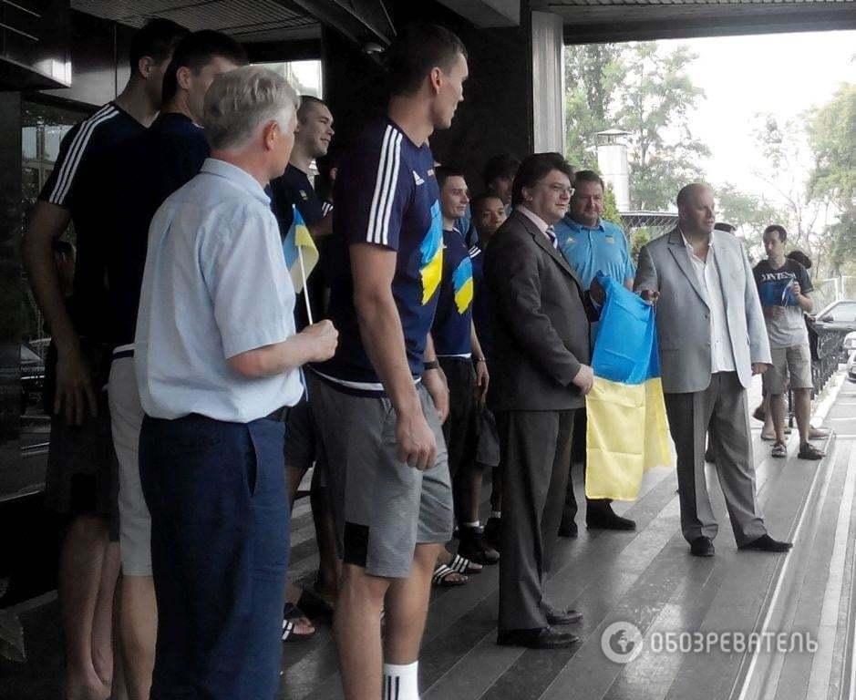Євробаскет-2015. Фанати патріотично проводили збірну України на турнір