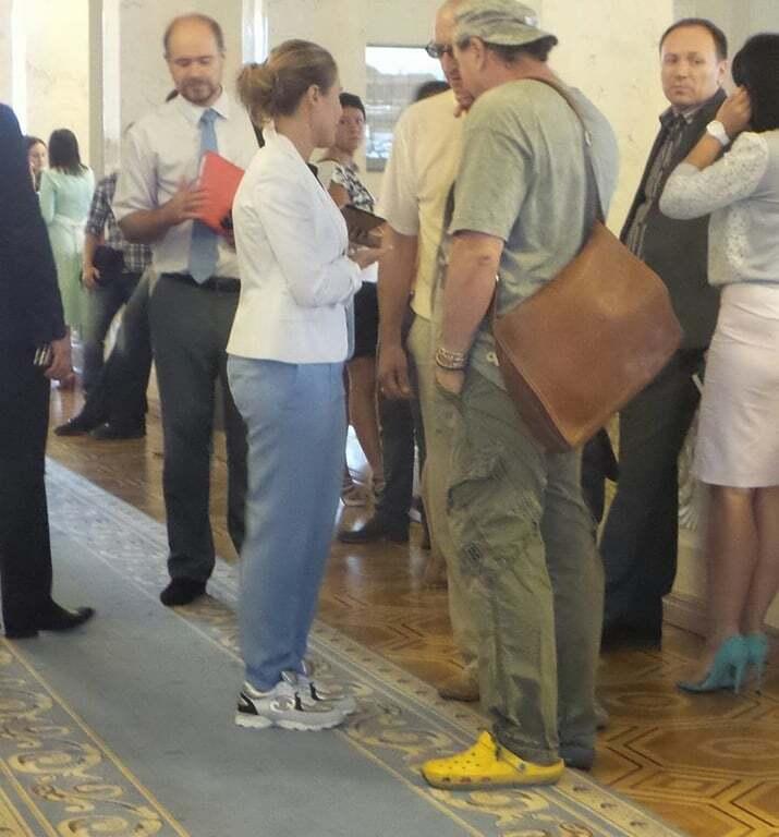 Королевская заявилась на заседание Рады в кроссовках Сhanel: фотофакт