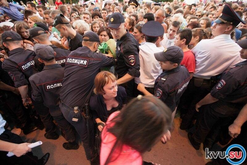 В России устроили массовую драку из-за бесплатного торта: фотофакт