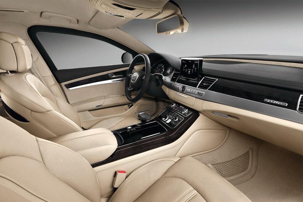 """""""Выдержит перестрелку и гранату"""": Audi создала самое безопасное авто"""