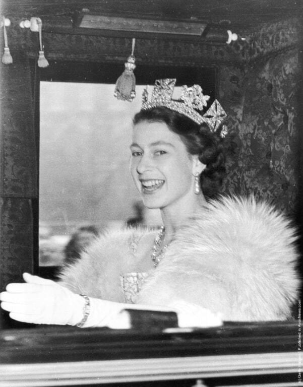 Королева Елизавета II стала самым долгоправящим монархом: лучшие фото