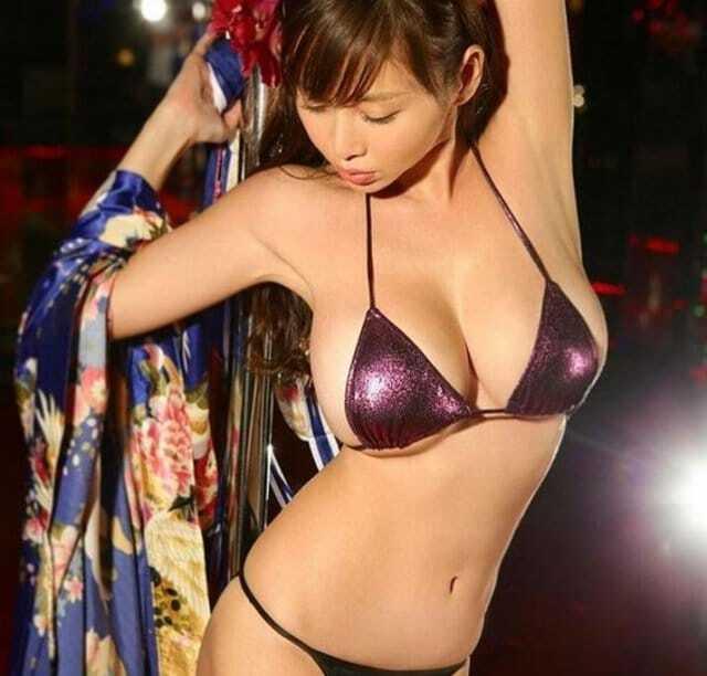 """Секс-символ Японии пытается свести с ума звезду """"Милана"""": фото красотки"""