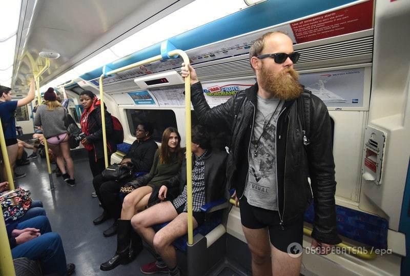 """Лондонское метро """"захватили"""" люди без штанов"""