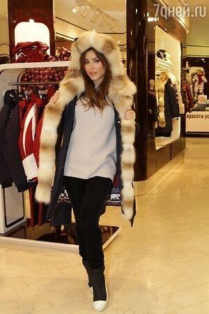 Скупилась на зиму: Лорак приоделась в сочинском бутике