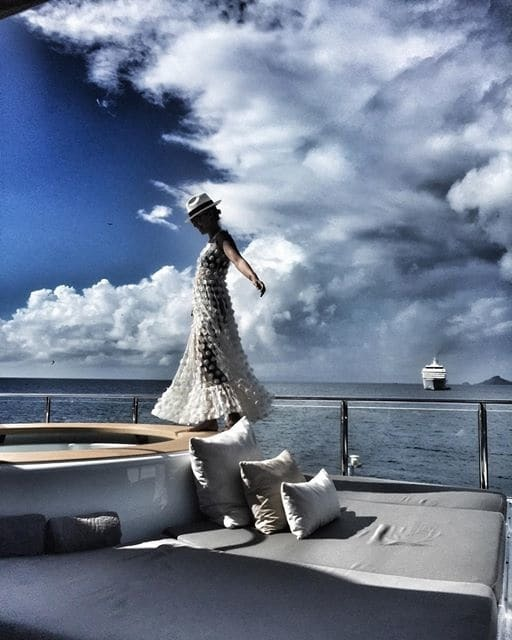 """Собчак отдохнула на """"острове миллиардеров"""" в вышиванке от украинского дизайнера"""