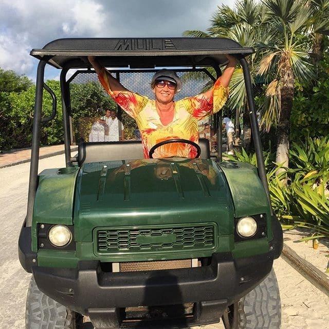 59-летняя Копенкина в бикини зажгла на Багамах