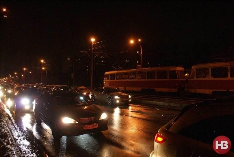 В Киеве произошло ДТП с участием трех авто и маршрутки
