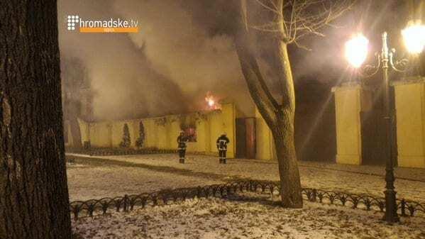 Пожежу в кінотеатрі в центрі Одеси загасили: фото- і відеофакт