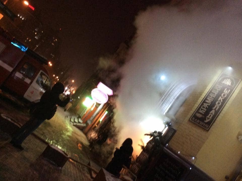 У центрі Києва сталася пожежа в ресторані: опубліковано відео