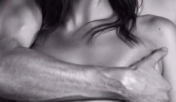 Голая Шейк изменила Куперу с сексуальным красавчиком: опубликовано видео