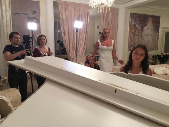 Бари Алибасов на дне рождении Волочковой чуть не сломал ей ногу