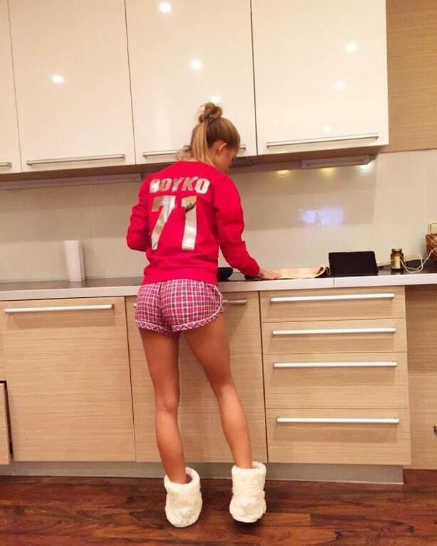 Жена вратаря сборной Украины взбудоражила турецкие СМИ