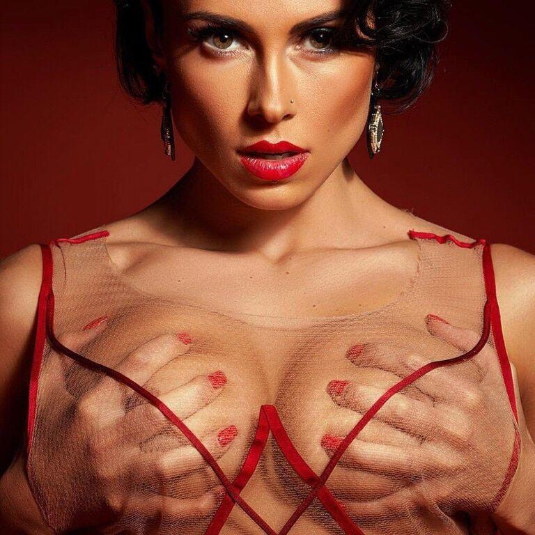 Красотка Нана из группы NikitA увеличила себе грудь