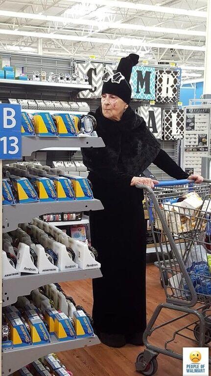 В магазин, как на парад: опубликованы смешные фото покупателей в США