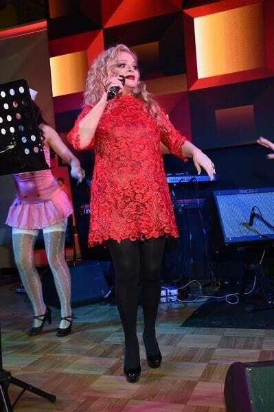60-летняя Долина в мини-платье устроила откровенные танцы