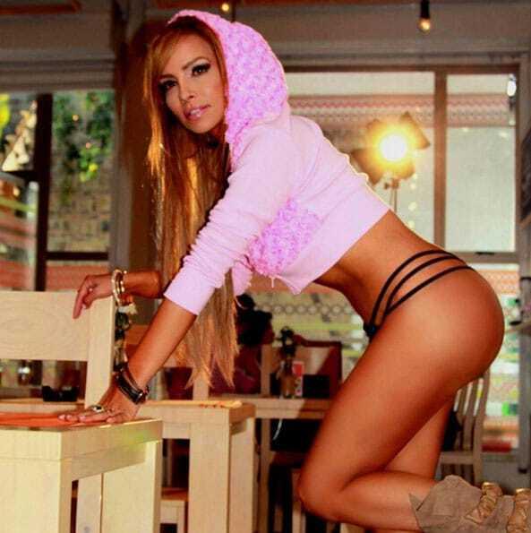 Папарацці показали нову дівчину Кріштіану Роналду: фото пишногрудої красуні