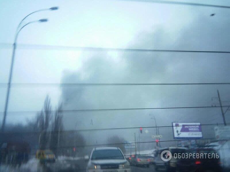 Крупный пожар в Киеве: утром загорелся склад