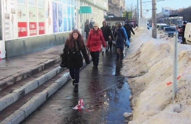 У Полтаві гігантська бурулька вбила жінку: фото з місця НП