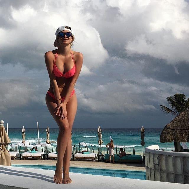 """Экс-""""ВИА Гра"""" в Америке показала тело в роскошном купальнике"""