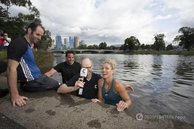 Сенсаційна переможниця Australian Open стрибнула в холодну річку після нагородження: відео та фото запливу