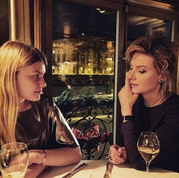 Растрепанная и без макияжа: Рената Литвинова поразила новым снимком
