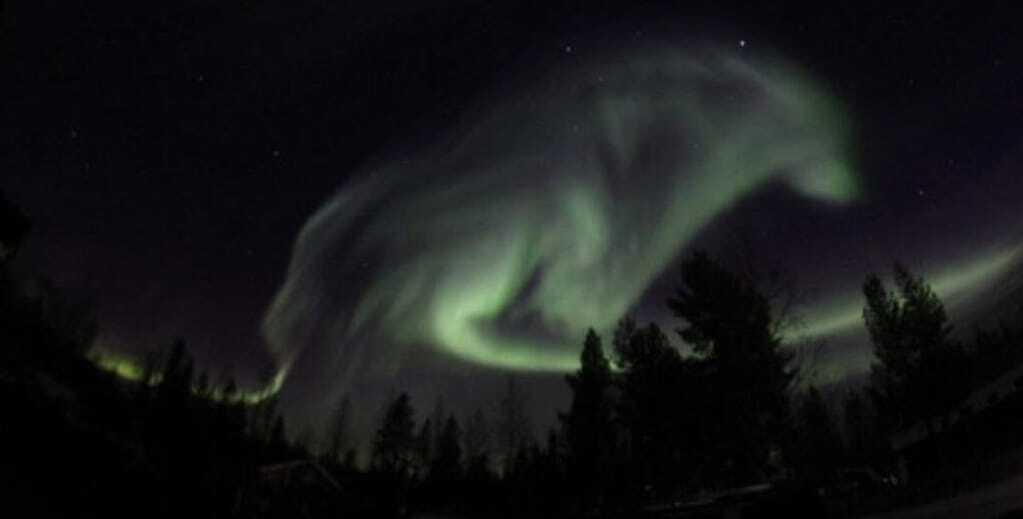 """Небо над Швецией """"атаковал"""" гигантский сияющий волк"""