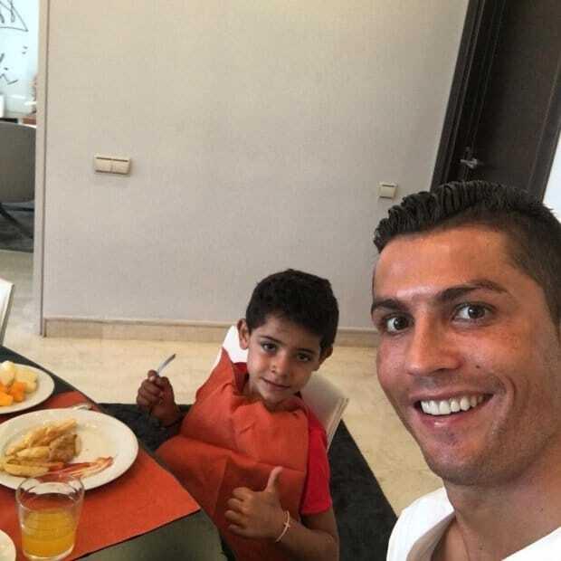 Роналду показав, як проводить час зі своїм сином: яскраві фото