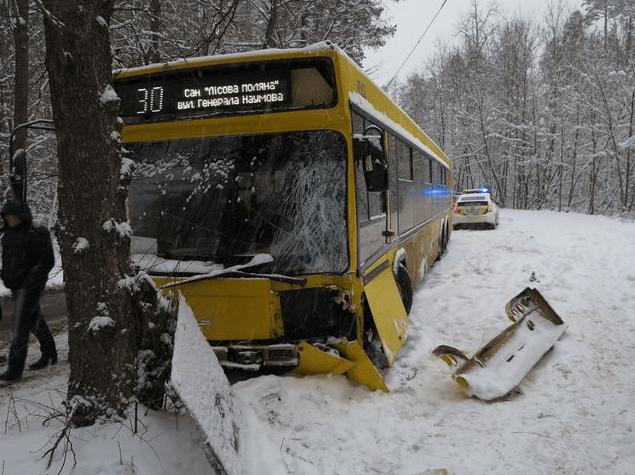 Стали відомі подробиці жахливої ??ДТП з автобусом в Києві: опубліковані фото