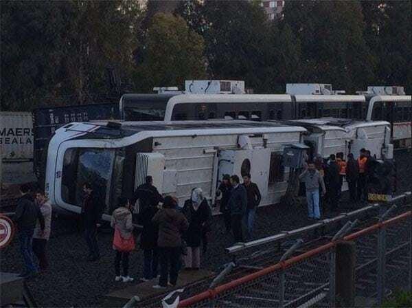 НП в Туреччині: в Ізмірському метро перекинувся потяг