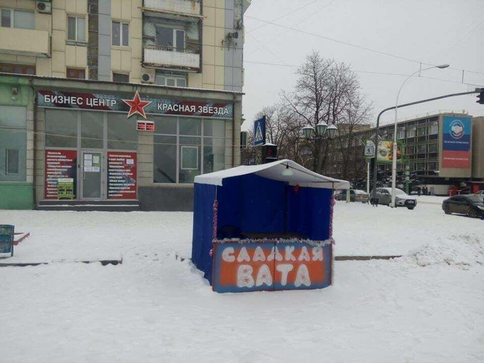 """Соцсети высмеяли """"ватную"""" палатку в Луганске"""