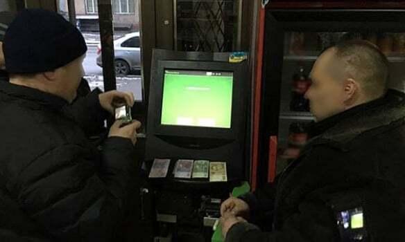 """На Дніпропетровщині """"робили"""" гроші із сувенірних купюр: опубліковані фото"""