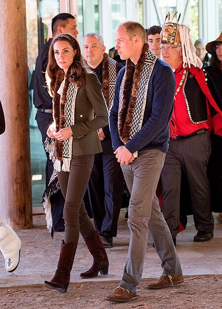 Кейт Миддлтон и принц Уильям на каноэ приплыли на канадские острова Хайда-Гуаи