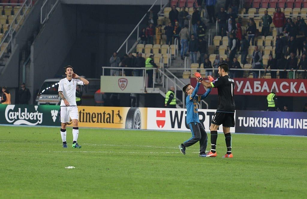 Курйоз дня: одного з найкращих воротарів світу роздягли прямо на полі
