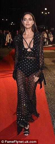 Ирина Шейк в прозрачном платье блистала на красной дорожке шоу Intimissimi On Ice в Вероне