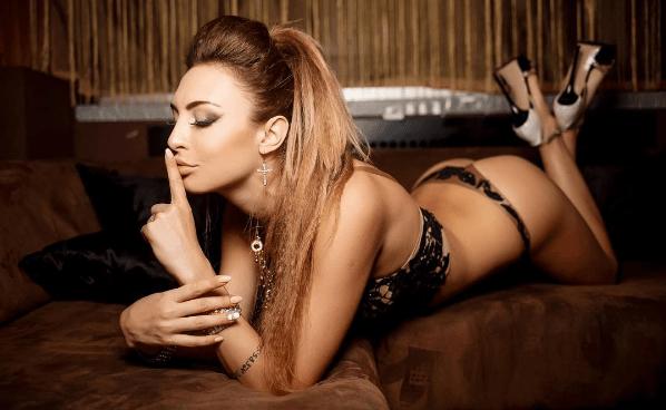 """Танцівниця в клубі: подруга воротаря """"Динамо"""" підкорила блогерів своєю зовнішністю"""