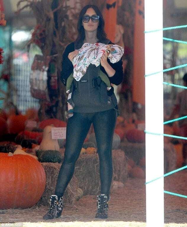 Меган Фокс с мужем и детьми выбрали тыквы на Хэллоуин