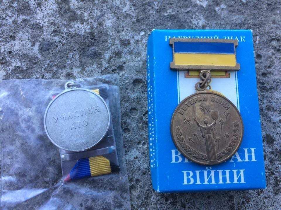 Украинскому военному выдали ржавую медаль за участие в АТО