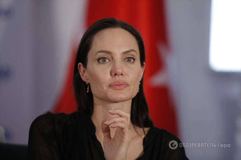 Літня няня заявила, що Джолі повторює долю матері
