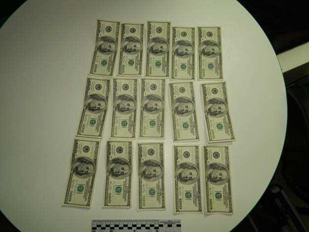 В киевском банке обнаружили у клиента фальшивые доллары