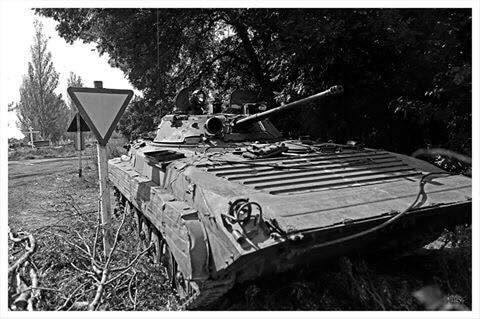 """На линии огня: фотограф запечатлел """"черно-белую"""" жизнь воинов АТО на передовой"""