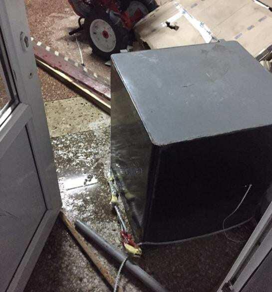Под Киевом грабители пытались вытянуть джипом 300-килограммовый сейф