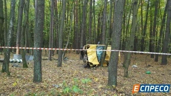 Смертельное ДТП на Киевщине: авто протаранило деревья и перевернулось
