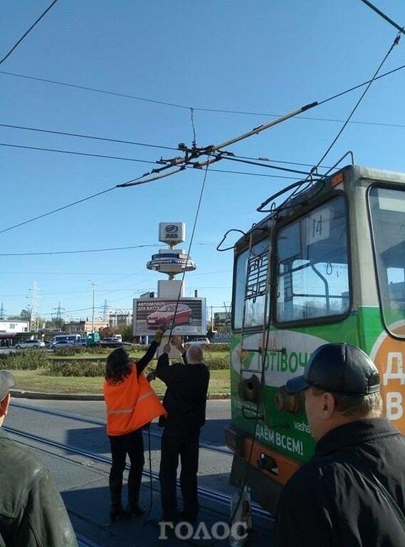В Запорожье на проспекте из-за троллейбуса образовалась пробка