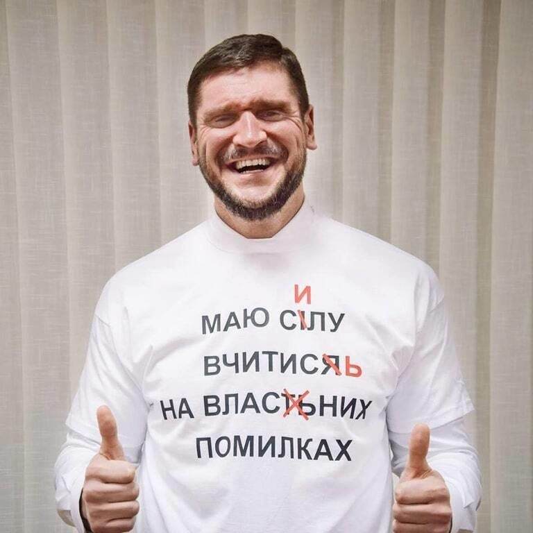Глава Миколаївської ОДА у футболці із помилками зачитав вірш Рильського
