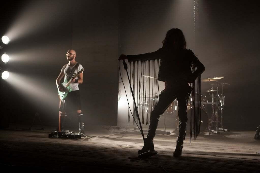 Анастасия Приходько предстала в образе рок-дивы в новом клипе