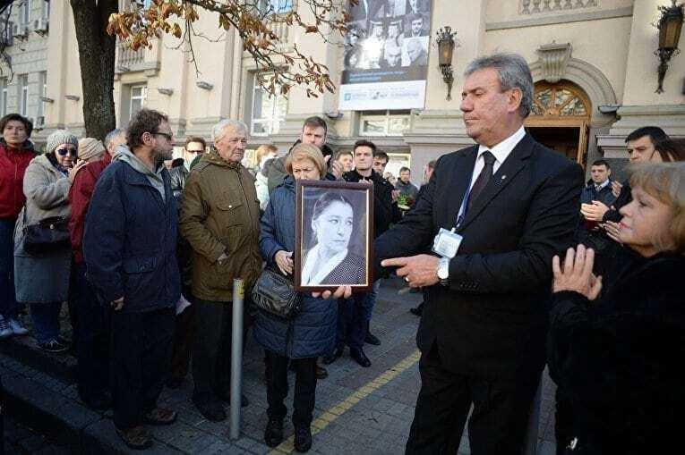 У Києві поховали народну артистку Валерію Заклунну