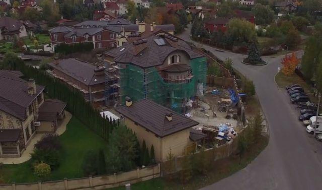 Первый замглавы СБУ после увольнения обзавелся автосалоном и шикарным поместьем в Конча-Заспе