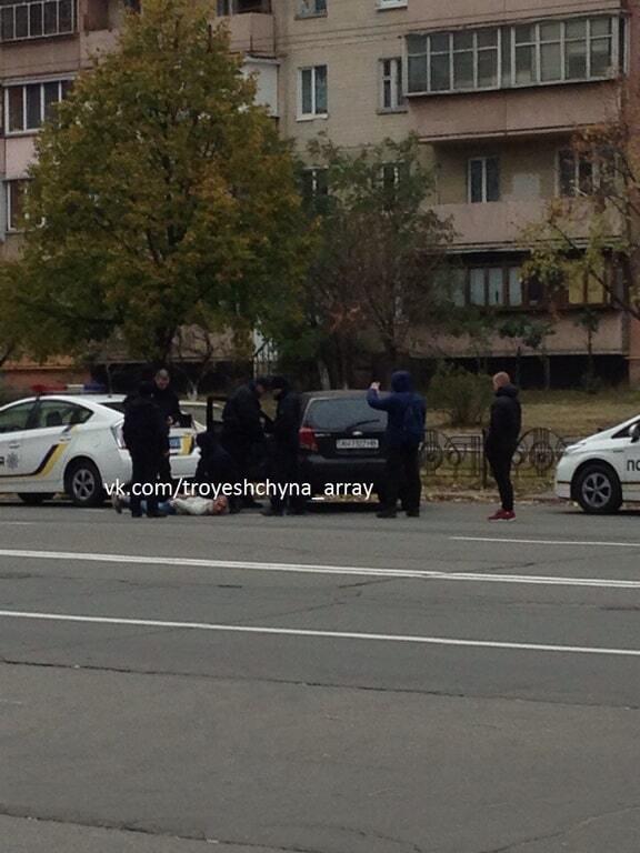 В Киеве копы задержали водителя, который угрожал молотком